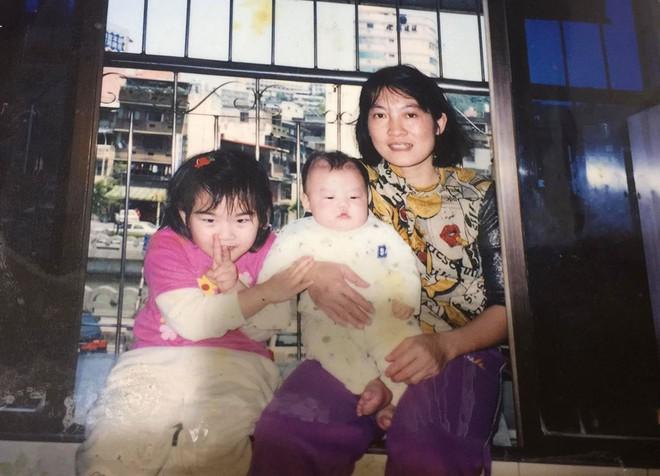 Xúc động cô gái Đài Loan gặp 'mẹ thứ 2' người Việt sau 12 năm